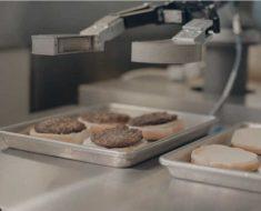 El robot Flippy completa con éxito su primer día de trabajo en un restaurante