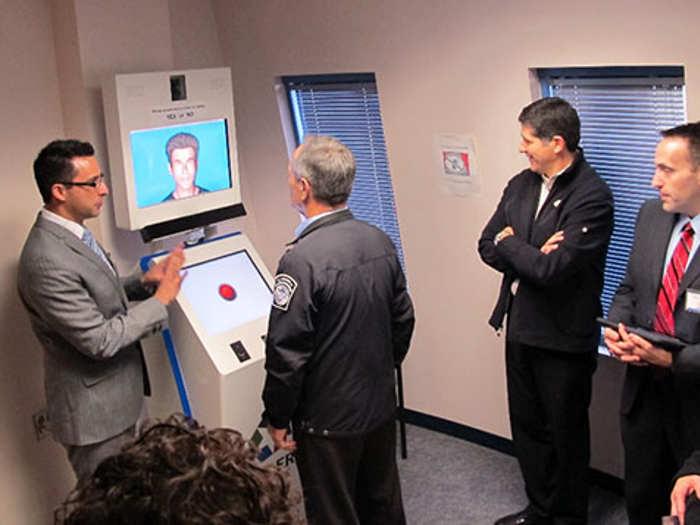 Un detector de mentiras con inteligencia artificial para mejorar la seguridad en los aeropuertos
