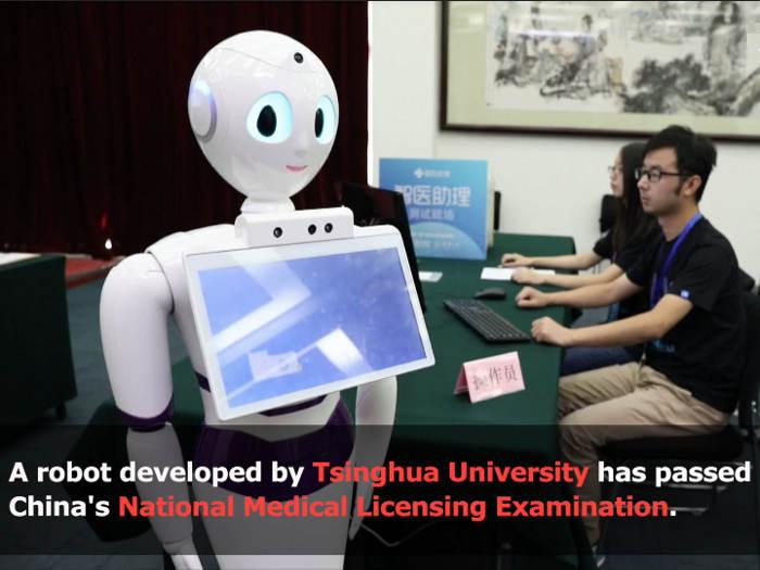 Un robot aprueba el examen para ejercer como médico en China