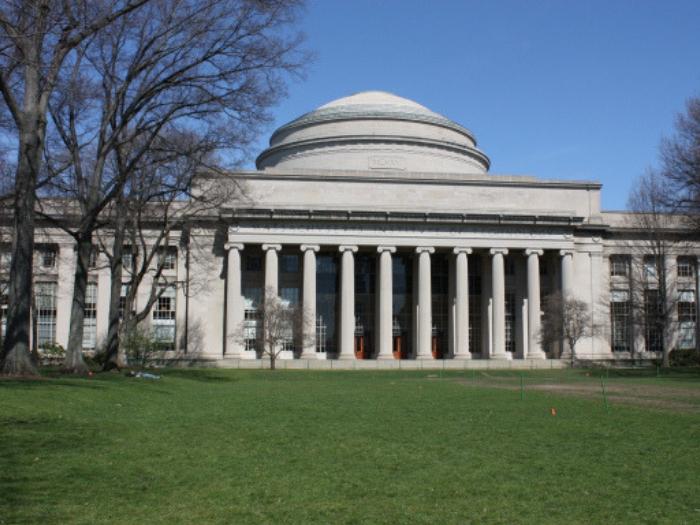 MIT: mil millones de dólares para liderar la educación en Inteligencia Artificial